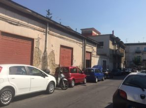 Via A. Pollio, locali con 3 luci alla strada