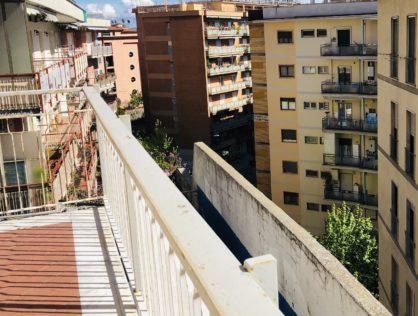 Via Domenico Fontana, 105 mq oltre balconi