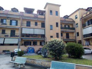 Giugliano,Via Gianfelice parco Antonella, Quadrivani con box