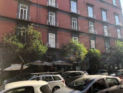 Via Costantinopoli, deposito 90 mq